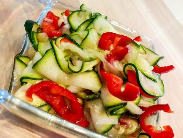 Paprika Zucchini als Salat
